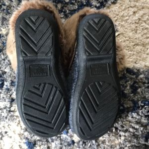 isotoner Shoes - Isotoner slippers barely worn